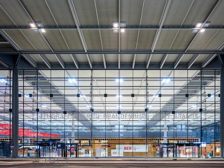 Facade de l'aérogare de Berlin-Brandebourg  BER Airport
