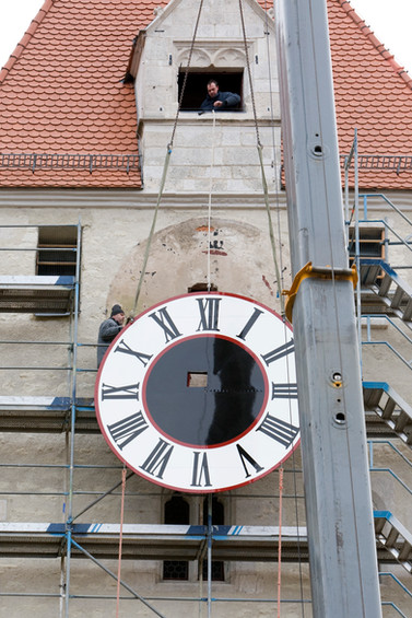 Installation of the tower clock at the Ostentor in Regensburg
