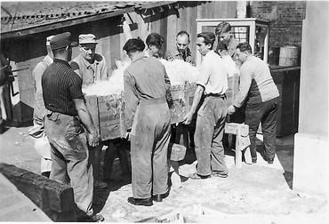 Transport der Turmuhrenanlage für die Münchner Theatinerkirche 1950