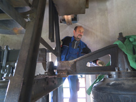 Dismantlement of the bells in the church of Gimpertshausen