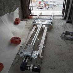 Installation of the figure circulation rails