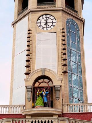 Glocken- und Figurenspiel mit Turmuhr für das Hotel Saat Meydani in Nachitschewan