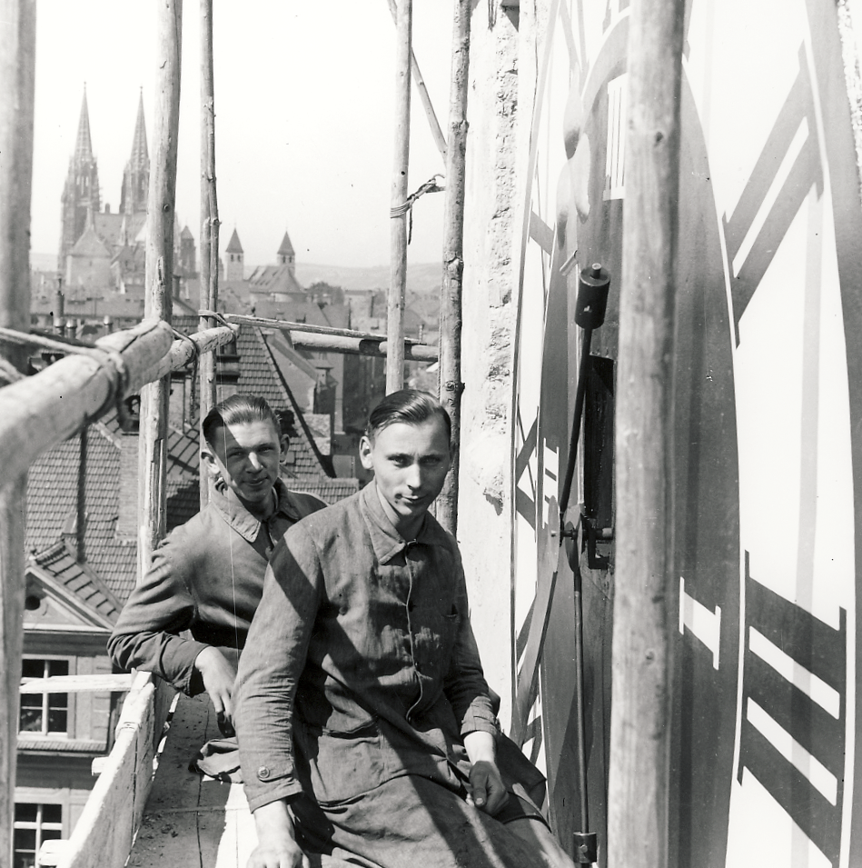Dial installation at the Ostentor in Regensburg in 1935
