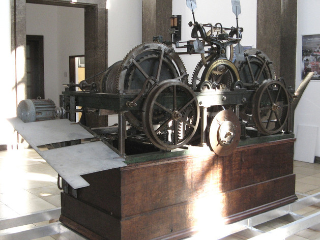Renoviertes mechanisches Turmuhrwerk der Münchner Frauenkirche, gefertigt von der Turmuhrenfabrik Mannhardt, ausgestellt im Deutschen Museum in München