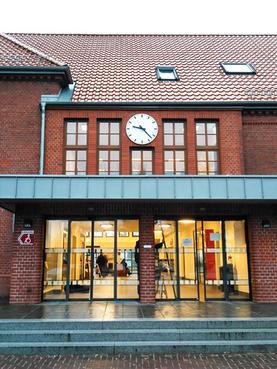 Bürgerbahnhof Cuxhaven mit Turmuhr