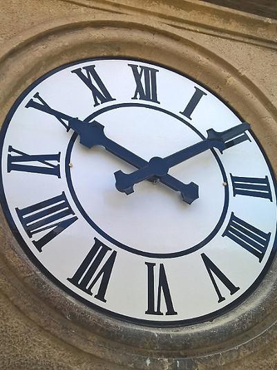 School clock in Bannewitz