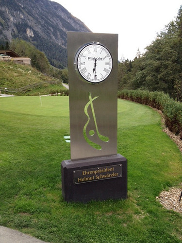 One-sided public clock for golf course with battery operated radio controlled clockwork