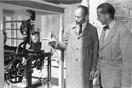 Georg Rauscher II mit einem Kunden bei der Münchner Handwerksmesse
