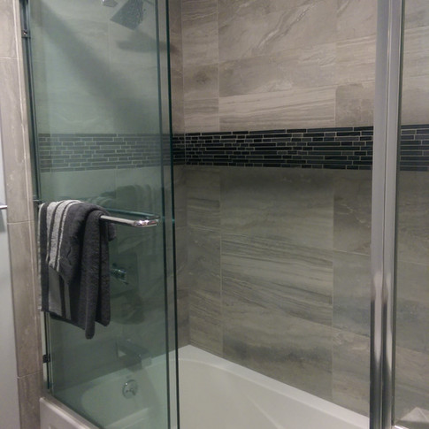 Tilework with glass inlay