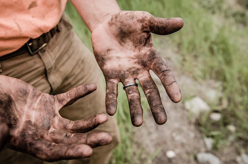 Wedding ring manual worker