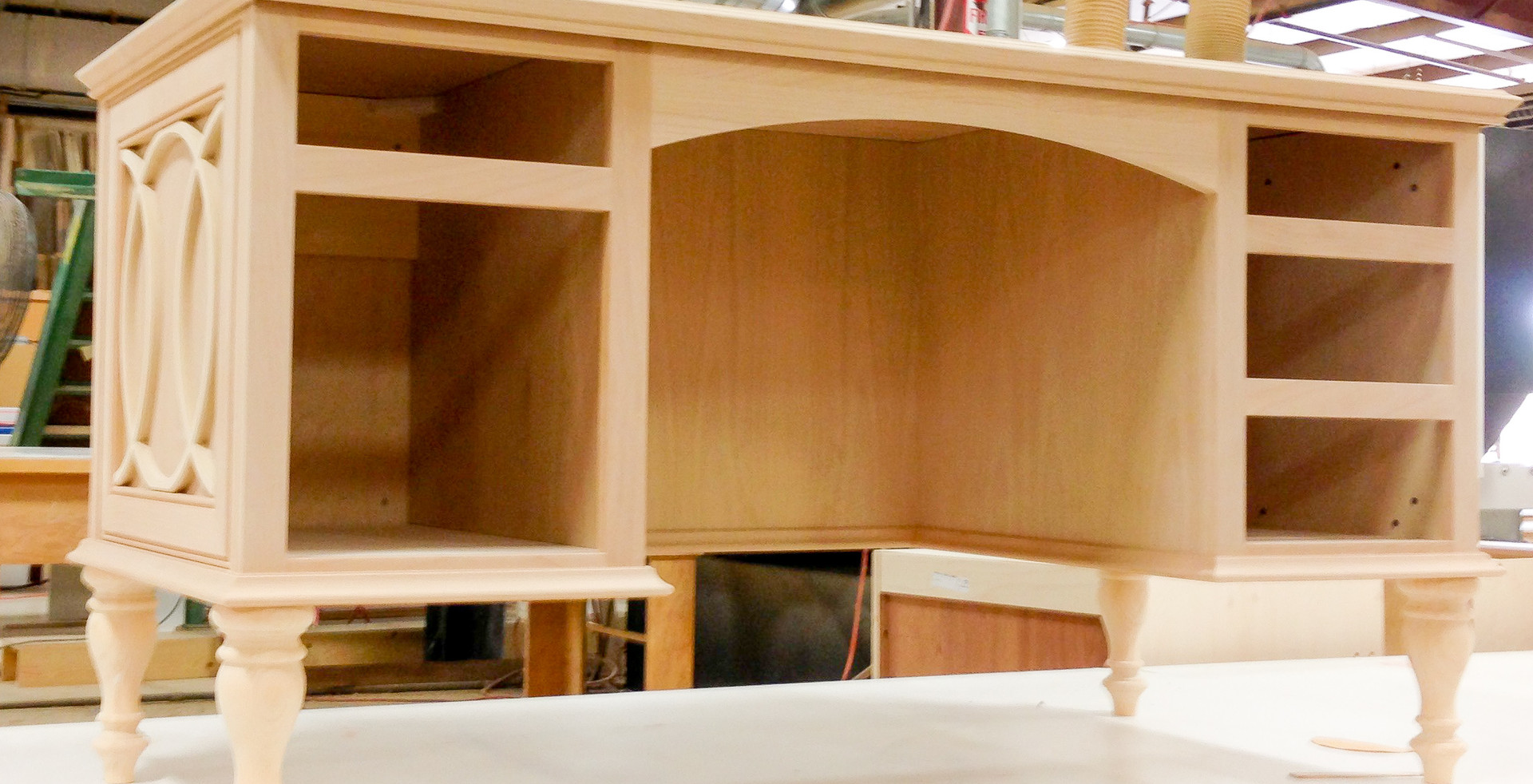 sullivans-cabinets-mullion-vanity-0942.j