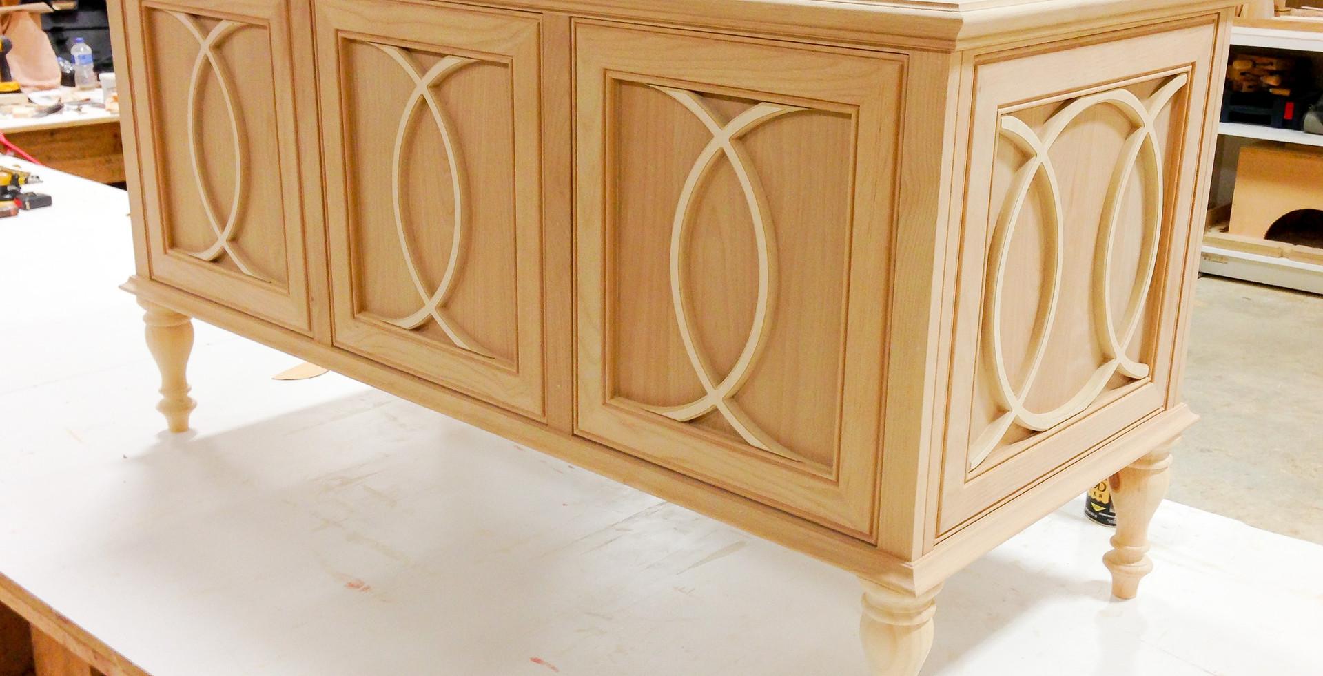 sullivans-cabinets-mullion-vanity-0941.j