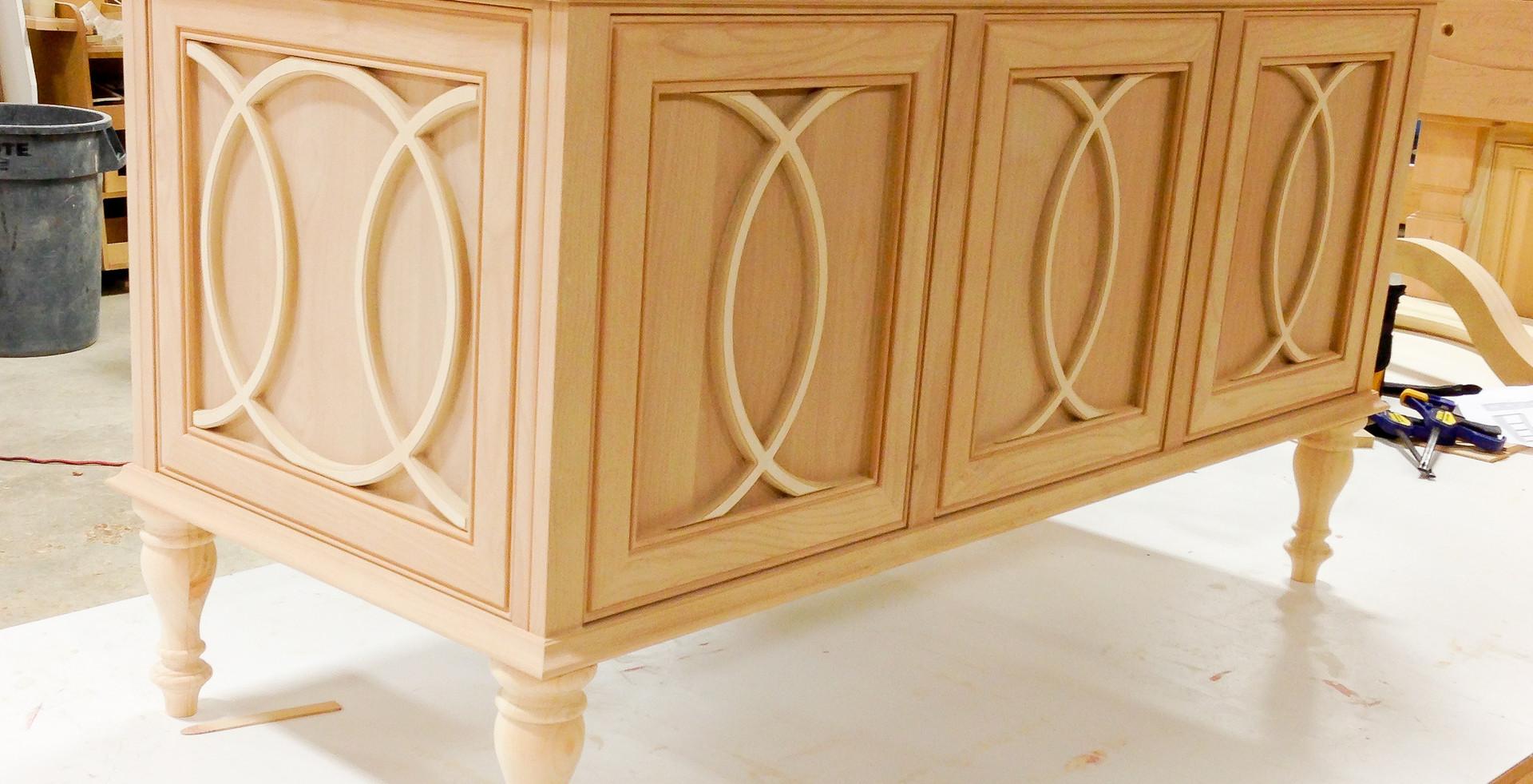 sullivans-cabinets-mullion-vanity-0940.j