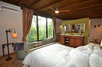 Deluxe Queen Bed Cabin