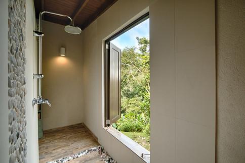 Deluxe Queen Bed Cabin Shower