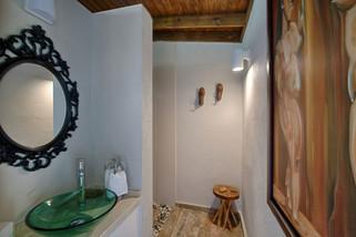 Deluxe Queen Bed Cabin Bathroom