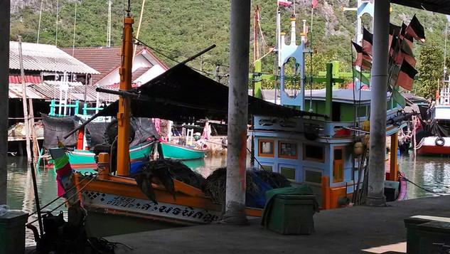 Boats at Bang Po