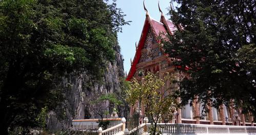 Wat Khao Daeng วัดเขาแดง