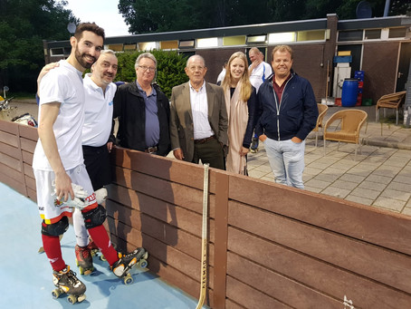 Rolhockeylegende Rob Olthoff bezoekt topklasse training