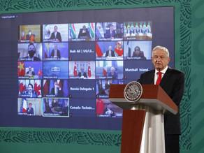 López Obrador llama a usar energías limpias pero defiende explotar el crudo