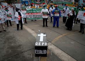 Médicos vuelven a la huelga en Perú, el país con mayor mortalidad de COVID-19