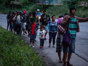 Migrantes hondureños se separan en Guatemala pero siguen firmes rumbo a EUA