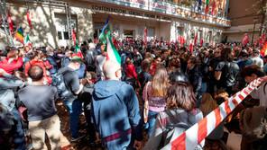 Exigen ilegalizar los movimientos fascistas en Italia tras una noche de caos