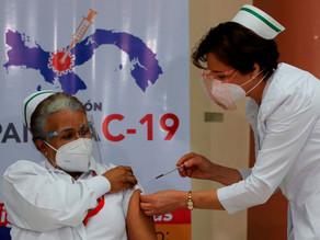 Panamá arranca la vacunación contra la covid con una drástica reducción de dosis