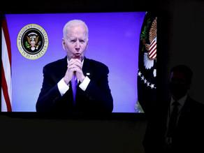 """Biden tacha de """"pensamiento neandertal"""" levantar orden de llevar mascarilla"""