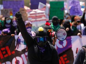 La furia feminista se apodera del 8M en México