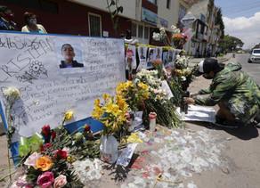 Suben a trece los muertos en protestas contra la brutalidad policial en Colombia