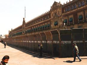 Palacio Nacional resguardado con vallas de acero en vísperas del 8M