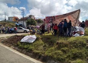 Bloquea magisterio carretera de cuota a Tuxtla, piden atención a sus demandas