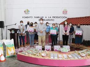 Gobierno municipal y sistema DIF otorgan apoyos a mujeres Villaflorenses
