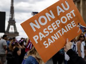 Macron responde a los antivacunas mientras su certificado sanitario se ralentiza