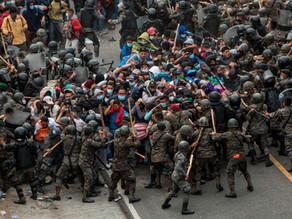 Guatemala contiene con fuerza  la caravana migrante y bloquea el paso hacia México