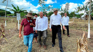"""López Obrador exhibe ante Kerry su política eléctrica como la """"más limpia"""""""