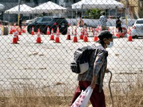 Migrantes detenidos en EU, rociados con potente desinfectante industrial
