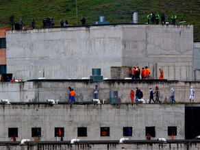 Motines en cárceles dejan 75 fallecidos en Ecuador