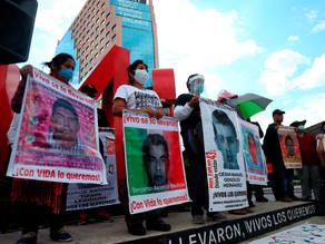 Padres de Ayotzinapa denuncian corrupción en Poder Judicial