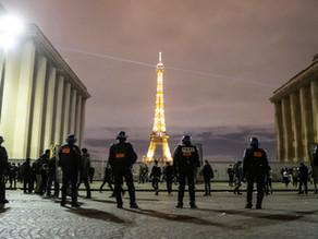 El Gobierno francés revisará la ley que limita difundir imágenes de policías