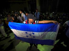 Detienen en Guatemala a 67 hondureños que iban en caravana a EU