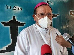 Sacerdotes rechazan ser vacunados antes que el resto