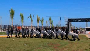Desalojan con gases a obreros en huelga en la refinería  de Dos Bocas
