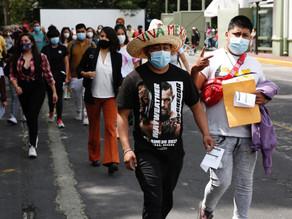 La tercera ola de covid-19 cede en México entre polémicas sobre la vacunación