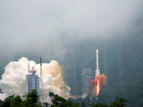 China lanza con éxito una sonda a la Luna para recolectar muestras