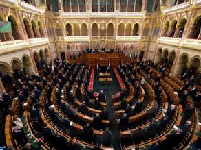 Hungría aprueba ley que prohíbe la adopción de parejas del mismo sexo