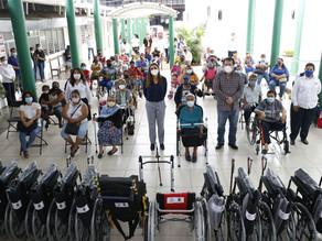 Ayuntamiento y sistema DIF Villaflores entregan ayudas técnicas