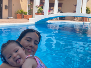 La aventura de ser mamá: Bebé al agua