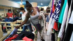 """Las """"Gratis Tienda"""" abrigan a los migrantes varados en Ciudad Juárez"""
